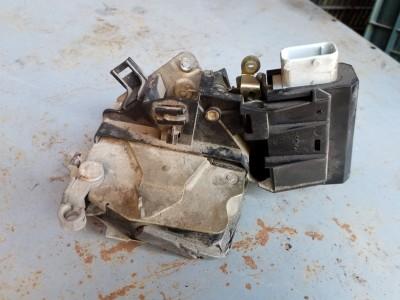 bontott zár / zárszerkezet BMW 5 - IV (E39) R/246#6359 raktárazonosítóval