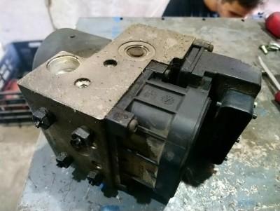 bontott ABS egység / tömb / kocka PEUGEOT 406 (8B) R/036#5429 raktárazonosítóval
