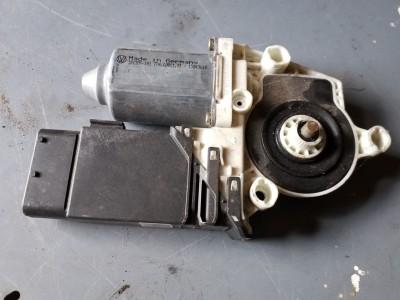 SEAT TOLEDO II (1M2) 1.9 TDI jobb első ablakemelő motor